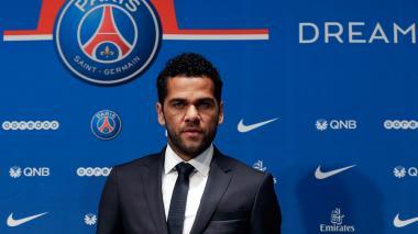 """""""París, ciudad del amor, puede ser también ciudad del fútbol"""", dice Alves"""