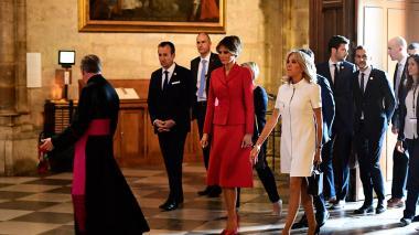 Las dos primeras damas, Melania Trump y Brigitte Macron cuando recorrían la Catedral de Notre Dame.
