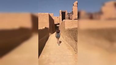 Paseo en minifalda, el 'delito' por el que buscan a modelo en Arabia Saudita