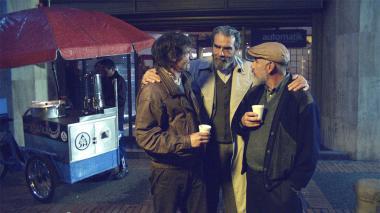 Los tres personajes principales de la película colombiana 'La defensa del dragón'.