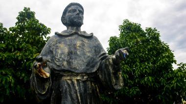 A la estatua de San Nicolás la dejaron nuevamente sin dedos