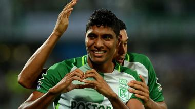 Luis Carlos Ruiz, de Atlético Nacional, fue suspendido por anotar un gol con la mano y hacer incurrir al juez en una equivocación.