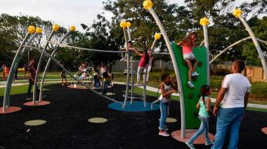 Parques de más de 5.000 metros cuadrados tendrán baños públicos