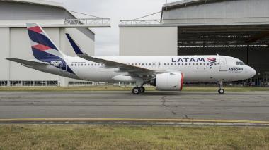 Avión de la aerolínea Latam Colombia.