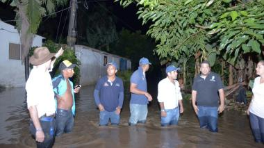 Se desborda el río Guachaca en Santa Marta e inunda a la población