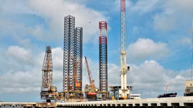La bahía de Cartagena pasa prueba de fuego para recibir grandes plataformas petroleras
