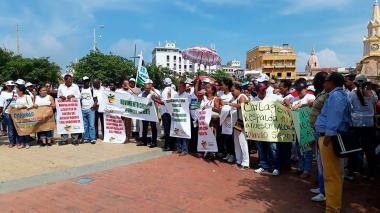 Seguidores de Manolo Duque protestaron el Camellón de los Mártires