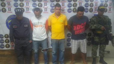 Los tres capturados fueron dejados a disposición de las autoridades.