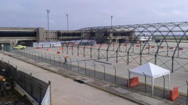 La estructura se está montando en el primer piso del aeropuerto.