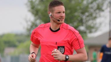 Árbitro homosexual revela su condición para luchar contra la homofobia en el fútbol