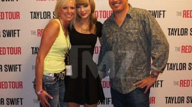 Esta es la foto del momento en el que Swift asegura que el DJ la tocó.