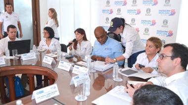 Mesa de trabajo del ministro de Ambiente, Luis Gilberto Murillo, en la sala de juntas del Palacio Tayrona.