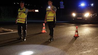 Un carro irrumpe en pizzería cerca de París: una niña muerta