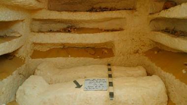 Arqueólogos descubren tres tumbas milenarias en Egipto