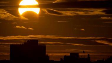 Barranquilla anochece al mediodía con eclipse parcial de sol