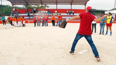 'Fiebre' de sóftbol en Sabanalarga con nuevo estadio