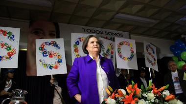 Clara López promueve consulta con los del Sí