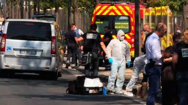 Una furgoneta embiste dos paradas de autobús en Marsella: un muerto