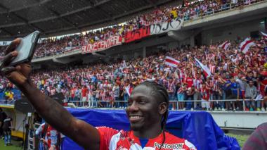 Yimmi Chará fue recibido por más de 30.000 espectadores en su día de presentación como nuevo jugador de Junior.