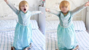 El pequeño niño de tres años usando el disfraz de la princesa Elsa.