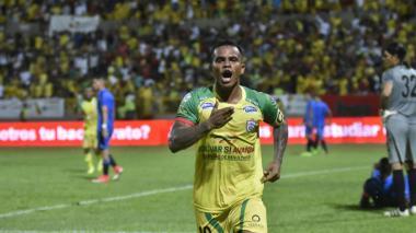 David Ferreira marcó el segundo gol y fue la figura del partido.