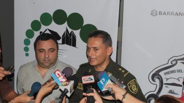 El general Mariano Botero Coy junto a Yesid Turbay, director de la Oficina de Seguridad del Distrito.