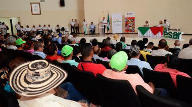 En el auditorio de la biblioteca Rafael Carrillo Lúquez, la Unidad Nacional de Víctimas entregó más de $8.000 millones como indemnización a 509 personas afectadas por la violencia en el Cesar.