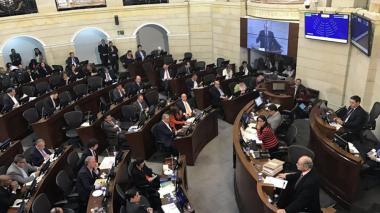 Aspectos de un debate en el Senado de la República.