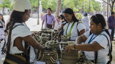 Artesanías indígenas se tomaron el Parque de Bolívar de Santa Marta