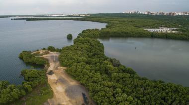 En la fotografía tomada con un dron se observa una zona que, al parecer, ha sido rellenada.