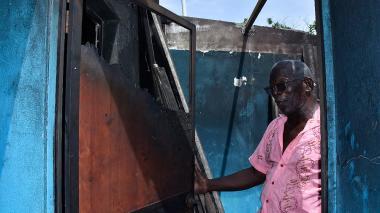 A líder comunal en Cartagena le queman su casa y lo amenazan de muerte