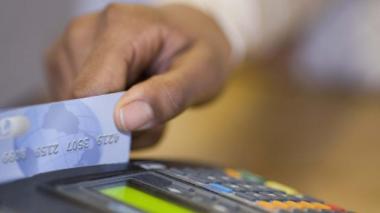 El cupo promedio de las nuevas tarjetas cayó 2.5%.