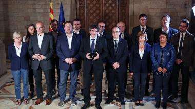 El presidente de Cataluña, Carles Puigdemont, durante su intervención en la madrugada de este lunes (hora de España).