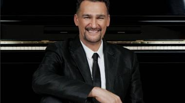 El médico, compositor y productor musical Kike Santander.