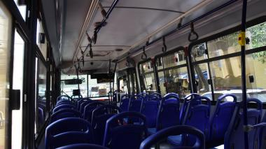 Imagen del interior de un vehículo de servicio público local.