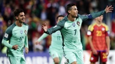 Cristiano Ronaldo celebra su gol ayer ante Andorra.