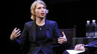 Chelsea Manning y Larissa MacFarquhar asisten al Festival de Nueva York de 2017.