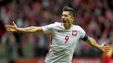 Así celebró Robert Lewandowski su gol ante Montenegro. El delantero del Bayern Munich será una de las figuras del Mundial de Rusia 2018.