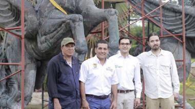 Autoridades inspeccionan la restauración de Los Pegasos