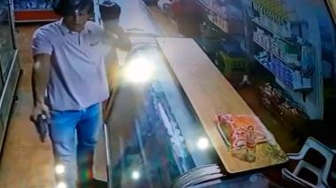 Asaltante que disparó en tienda en Villa Adela esta identificado: Policía