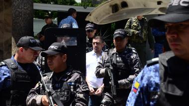 Washington Prado Alava, alias Gerald, es custodiado por la Fuerza Pública.