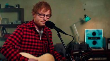 La foto que Ed Sheeran subió a Facebook con su brazo enyesado