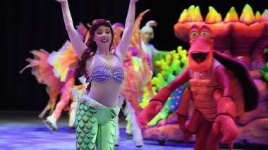 La Sirenita y el cangrejo Sebastián, dos de los personajes  de Disney on Ice.