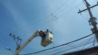Electricaribe repara fallas de energía tras fuerte aguacero en Barranquilla