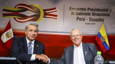El presidente de Ecuador, Lenin Moreno junto al de Perú, Pedro Pablo Kuczynski.