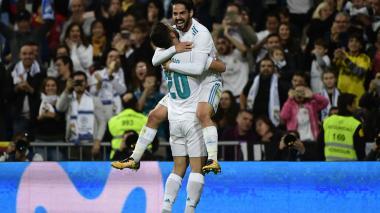 Isco, del Real Madrid, celebra su tanto con Asensio.