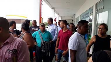 """Trabajadores del Instituto de Tránsito protestan por """"contratación desmedida"""""""