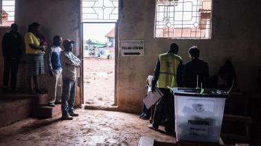 Tensa elección en Kenia con al menos cuatro muertos
