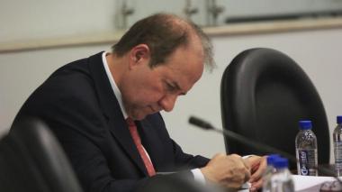 Comisión de Acusaciones abre investigación formal a exmagistrado Bustos