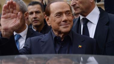 Berlusconi acusado de estar involucrado con la mafia